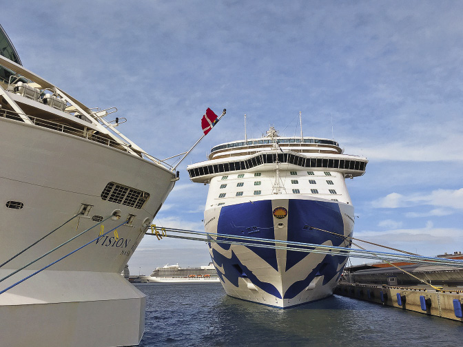 The splendid Regal Princess can accommodate up to 4,272 passengers.