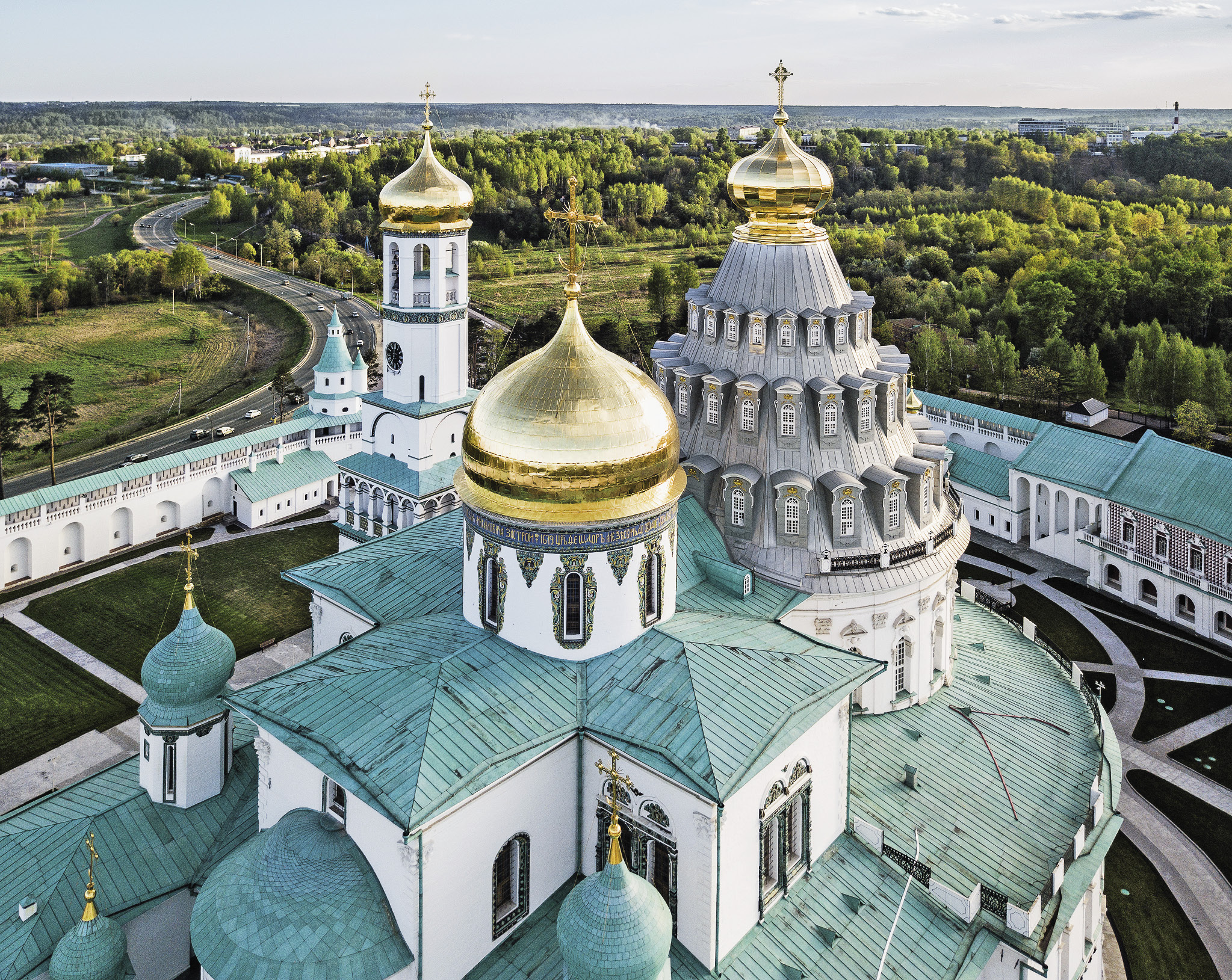 The Resurrection (Voskresensky) male monastery in New Jerusalem was founded in 1656 by Patriarch Nikon, who envisioned a replica of the Church of the Holy Sepulchre outside Moscow.