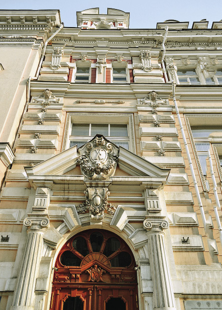 Decorations on the tenement building of the merchant company of S. Gench-Ogluyev and I. Shaposhnikov, designed by Alexander Pomerantsev.