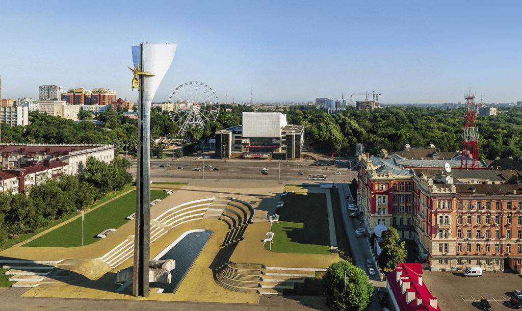 """The memorial monument """"To the Freedom Fighters Against the German Fascist Invaders"""" and the Rostov Drama Theatre, shaped like a giant tractor, are the dominant architectural features on Teatralnaya Ploshchad (""""Theatre Square"""")."""